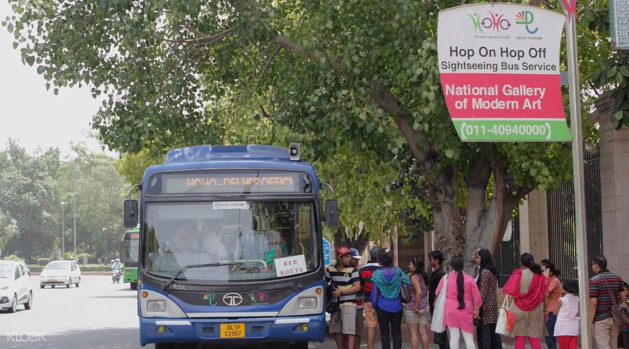 ทัวร์ไปกับรถบัสที่ขึ้นลงได้ในเดลี