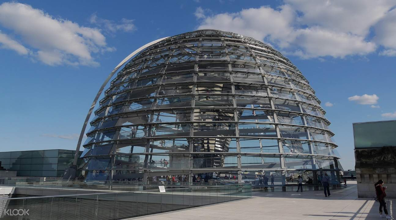 outside the reichstag cupola