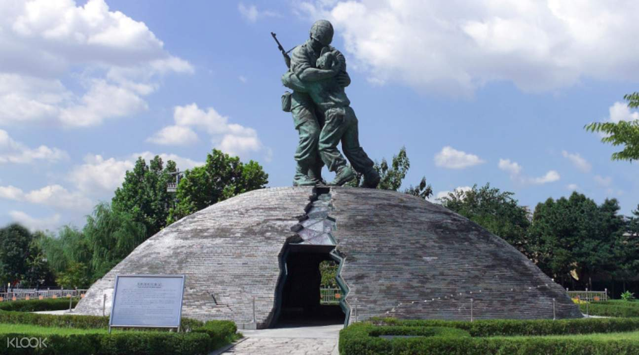 Statue of Brothers in Seoul
