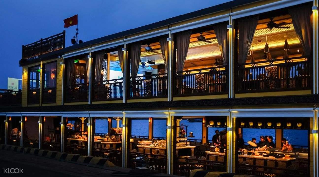 exterior of bonsai dinner cruise