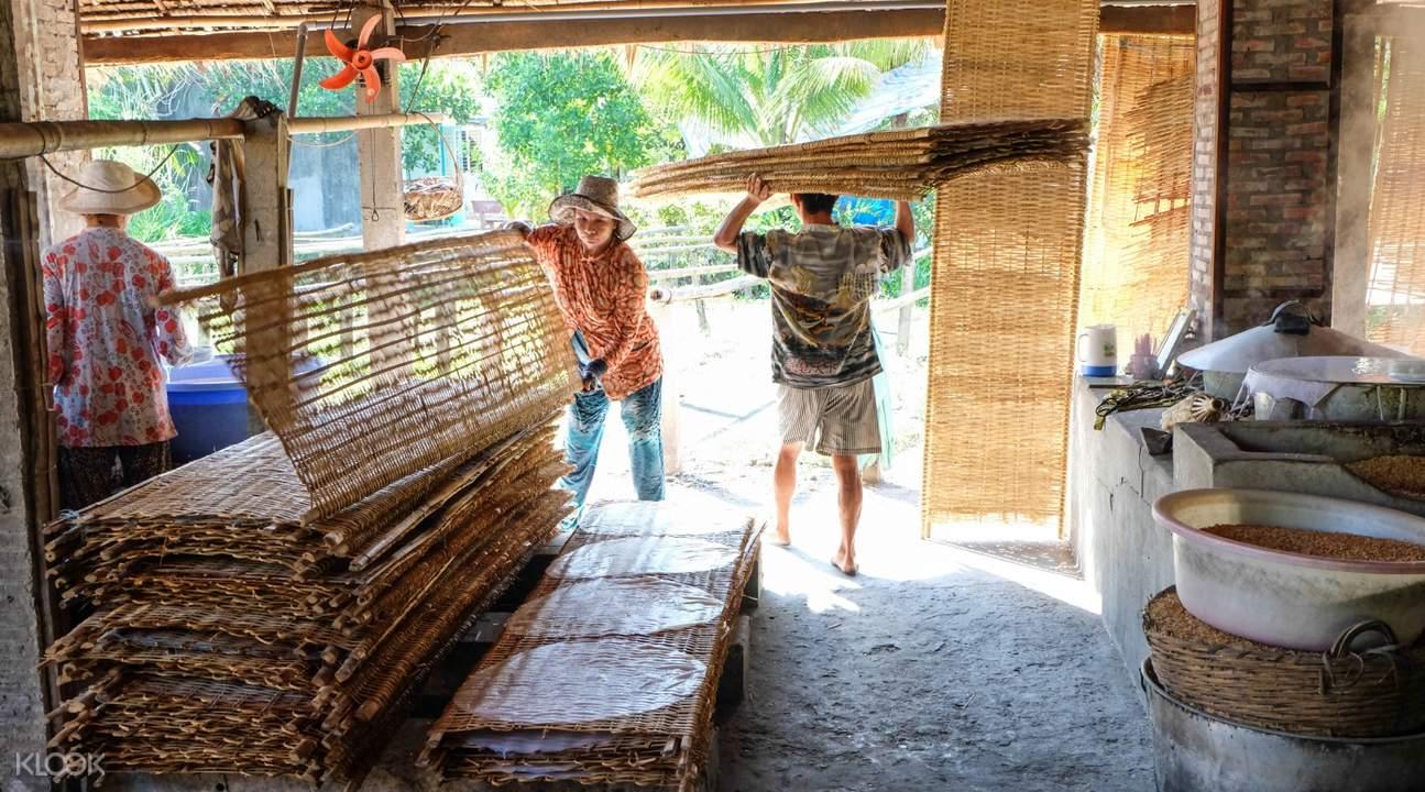 workers in the handicraft village