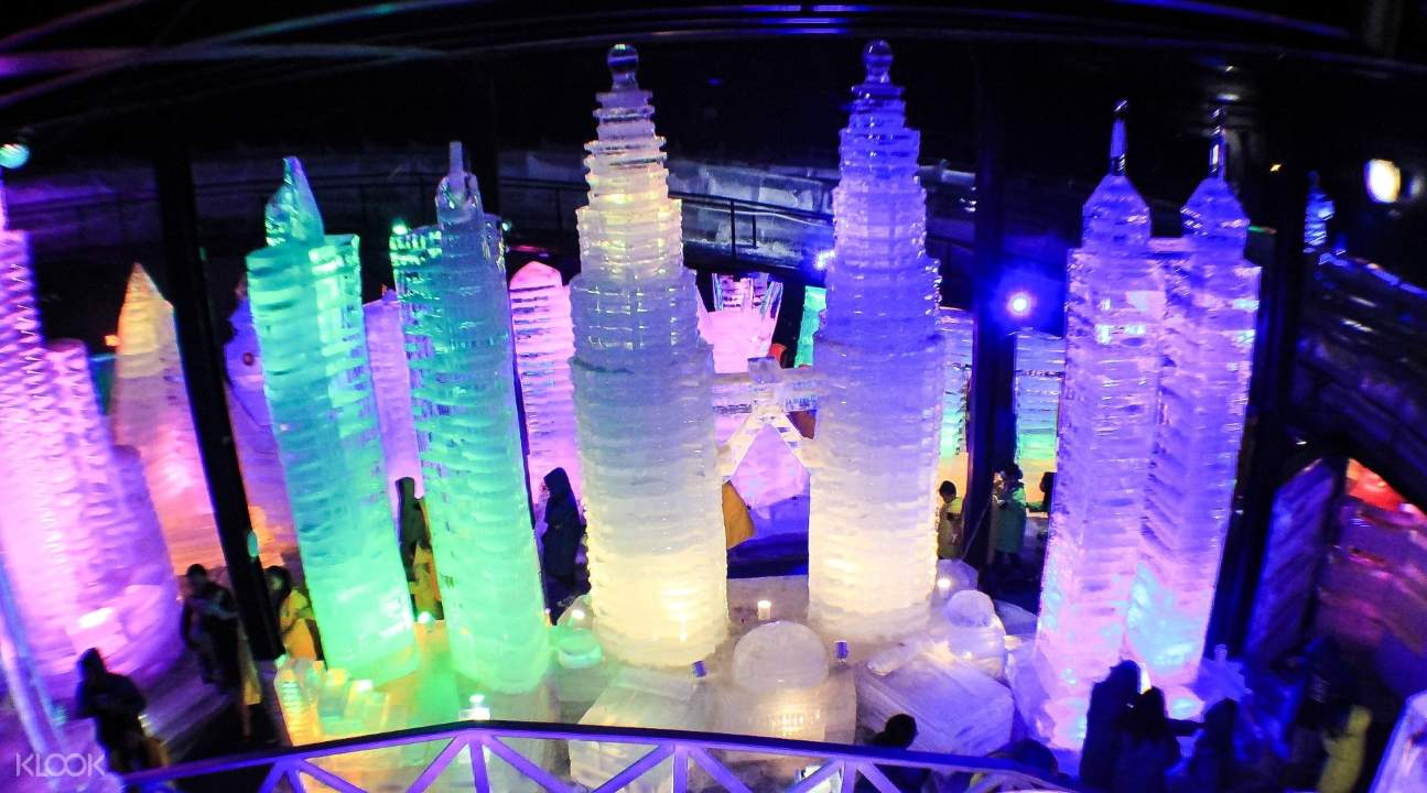 ice sculptures in Snow World Cebu