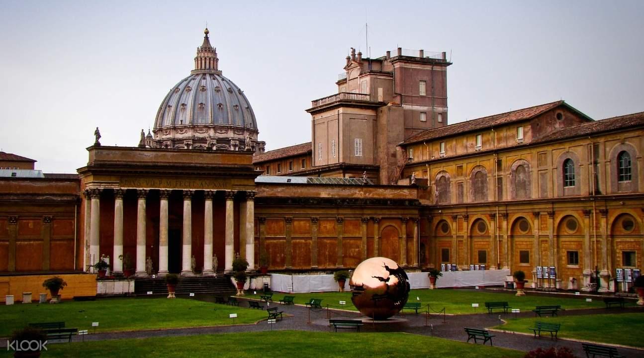 從外圍欣賞著梵蒂岡博物館