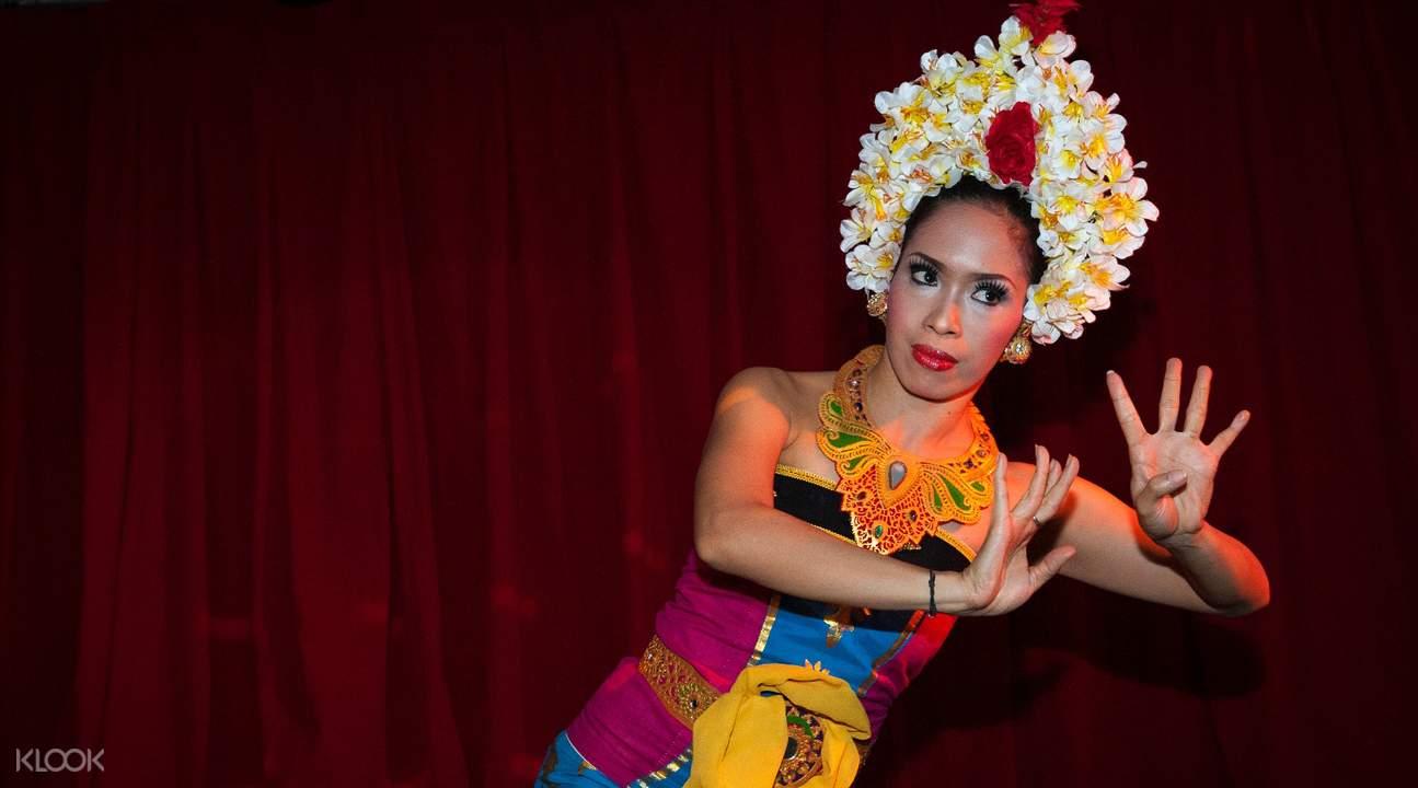 Bali cruise live performance