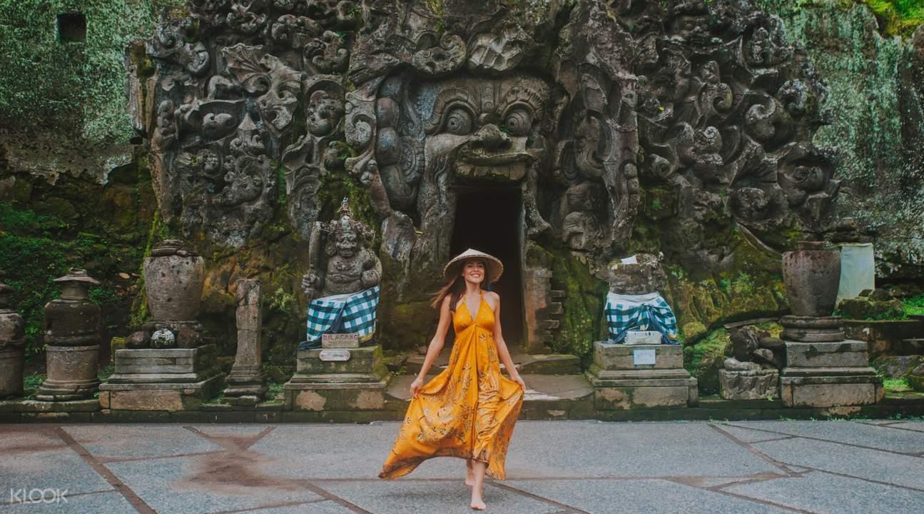 tourists in Goa Gajah