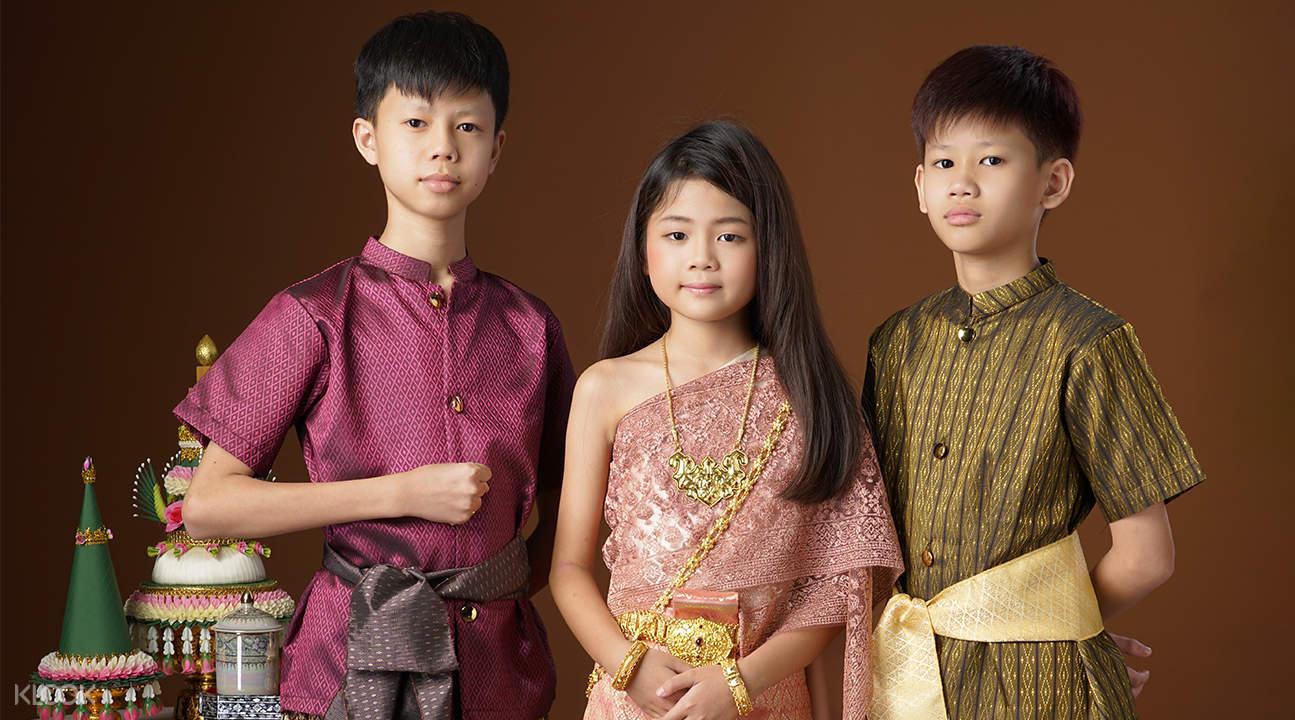 kids wearing Thai clothing