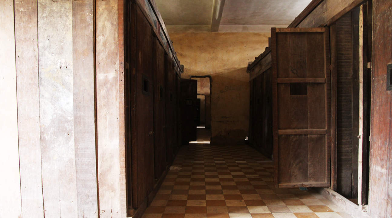 prison cells in tuol sleng genocide museum