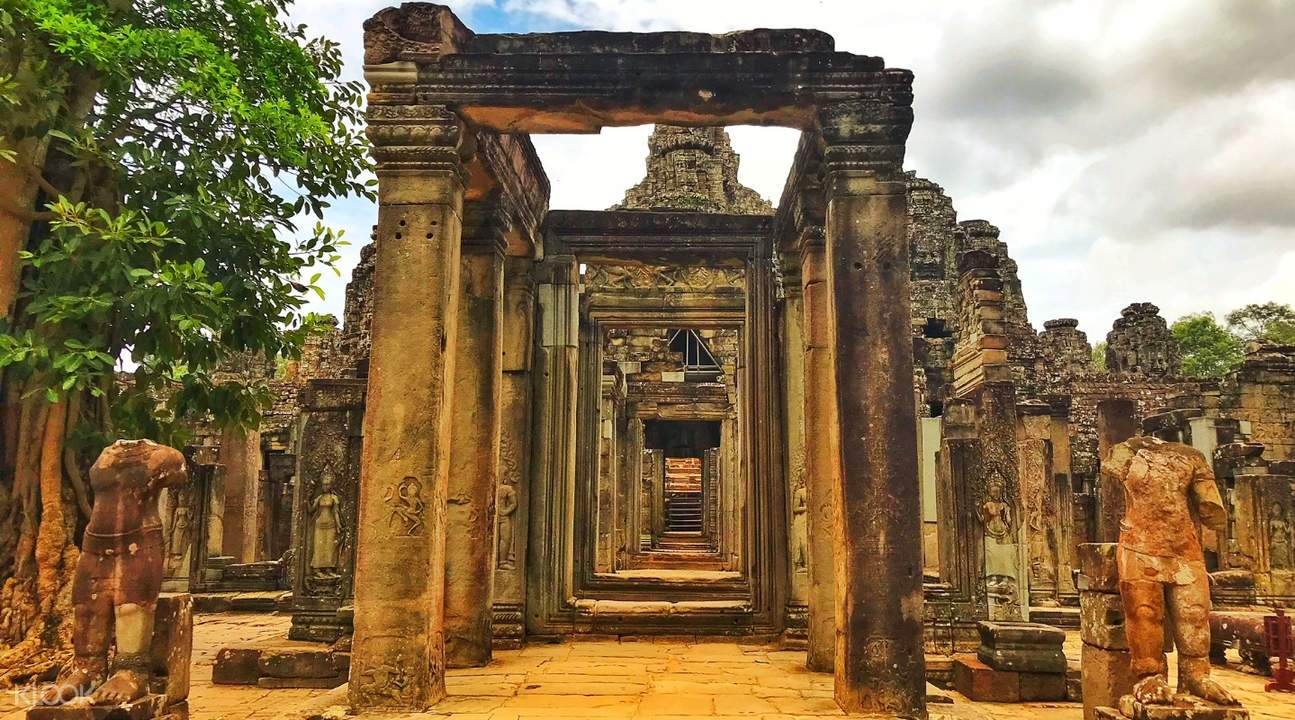 bayon temple angkor temples private tour by tuk tuk