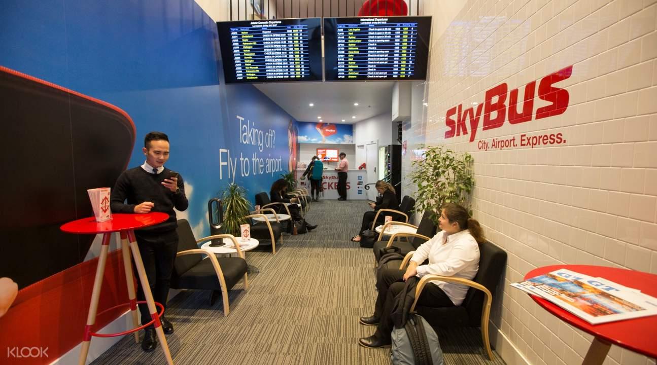 บริการรับส่งร่วมที่สนามบินโอ๊คแลนด์ โอ๊คแลนด์ แอร์พอร์ต เอ็กซ์เพรส skybus