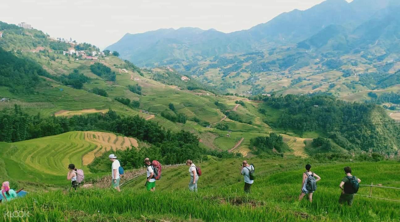 tourists hiking in sepa vietnam