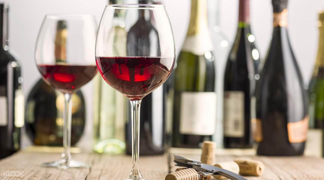 wine tasting at taste marlborough tour