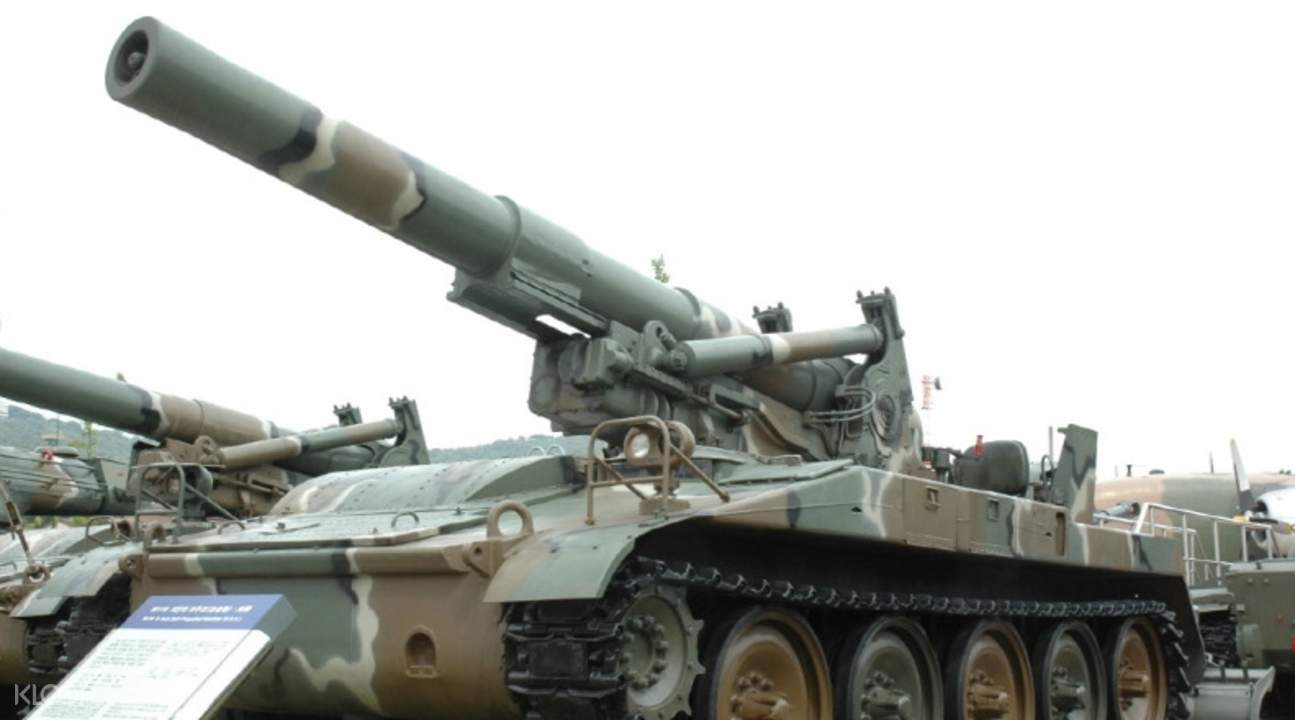 military tank in war memorial