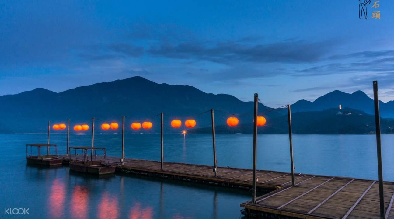 sun moon lake at night
