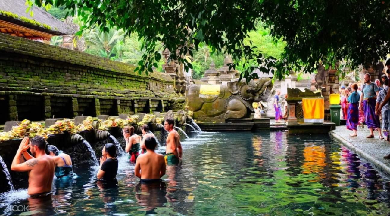people bathing in tirta empul water temple