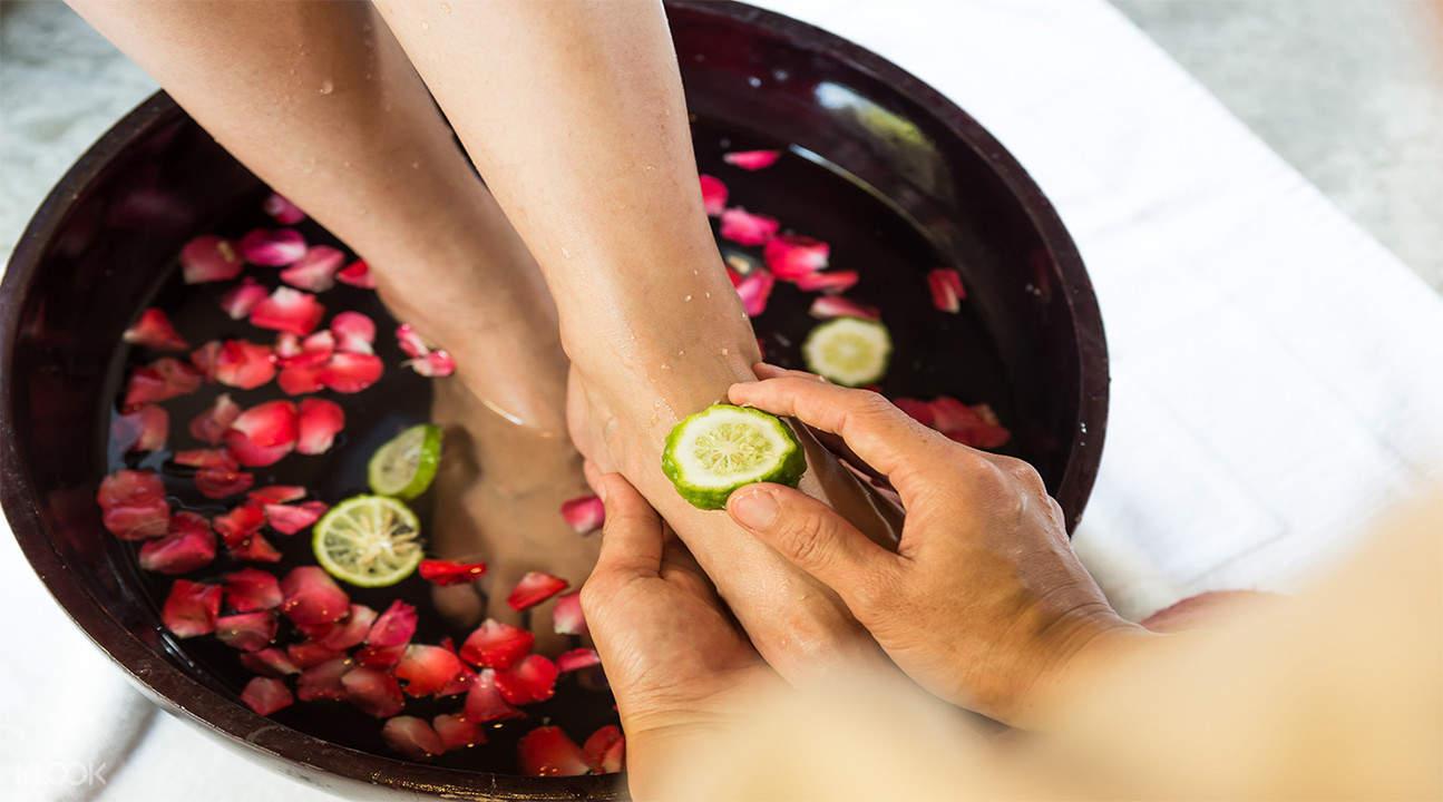 foot massage ala Cave Rai Ra Spa di koh samui thailand
