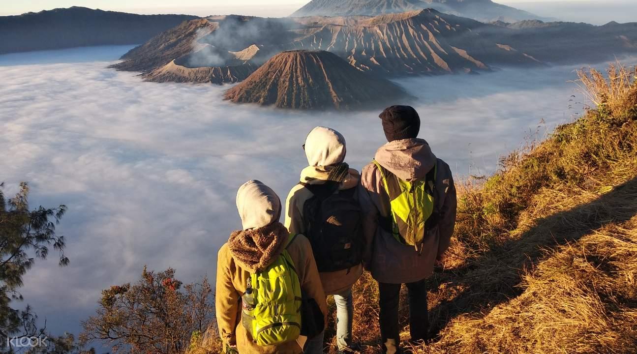 tourists looking at Mount Batok and Mount Semeru from bromo
