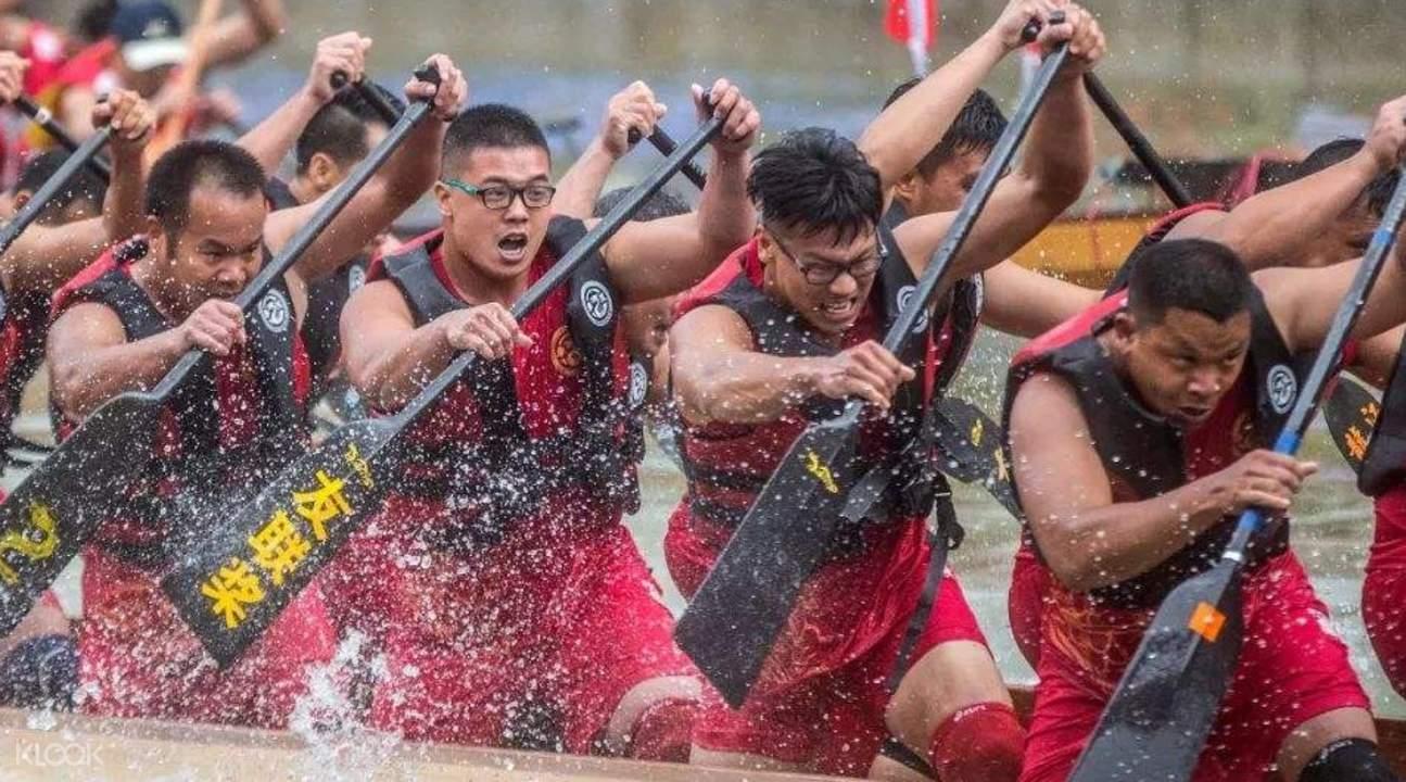 people dragon boat racing