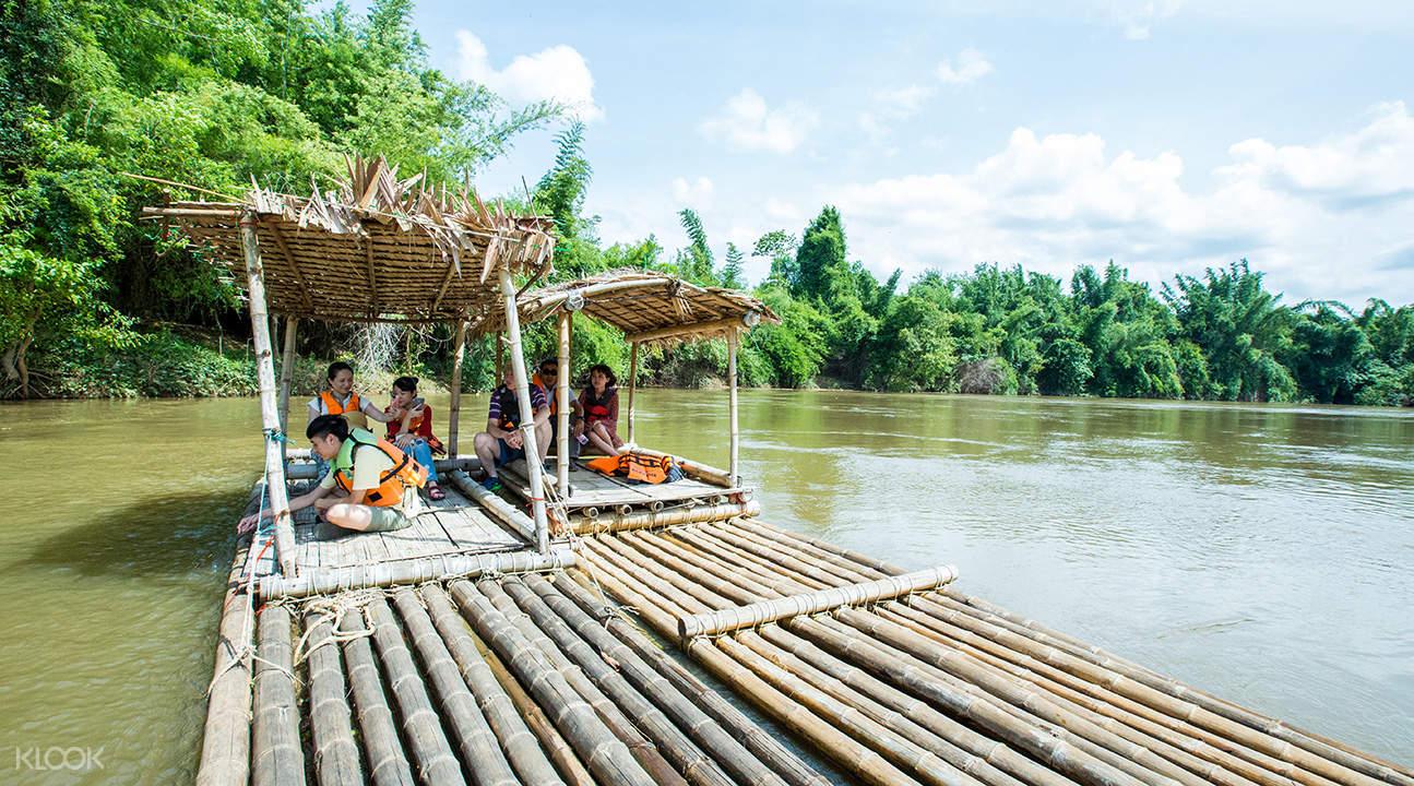 ล่องแพไม้ไผ่ในกาญจนบุรี