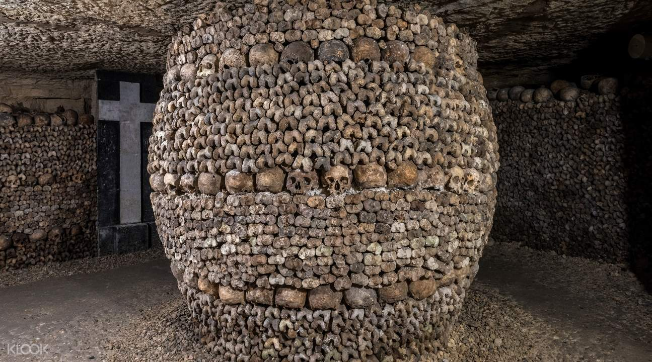 a foundation adorned with the remains of Parisian in the Catacombs of Paris