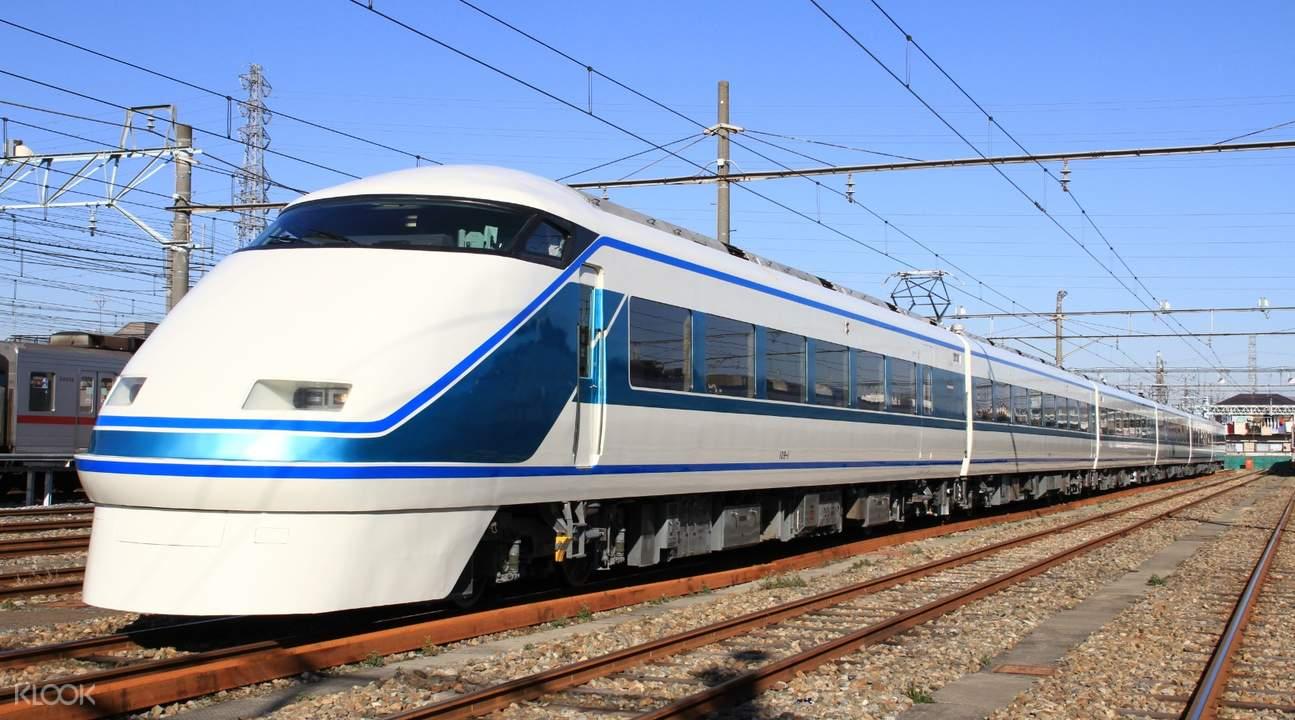 train heading to nikko