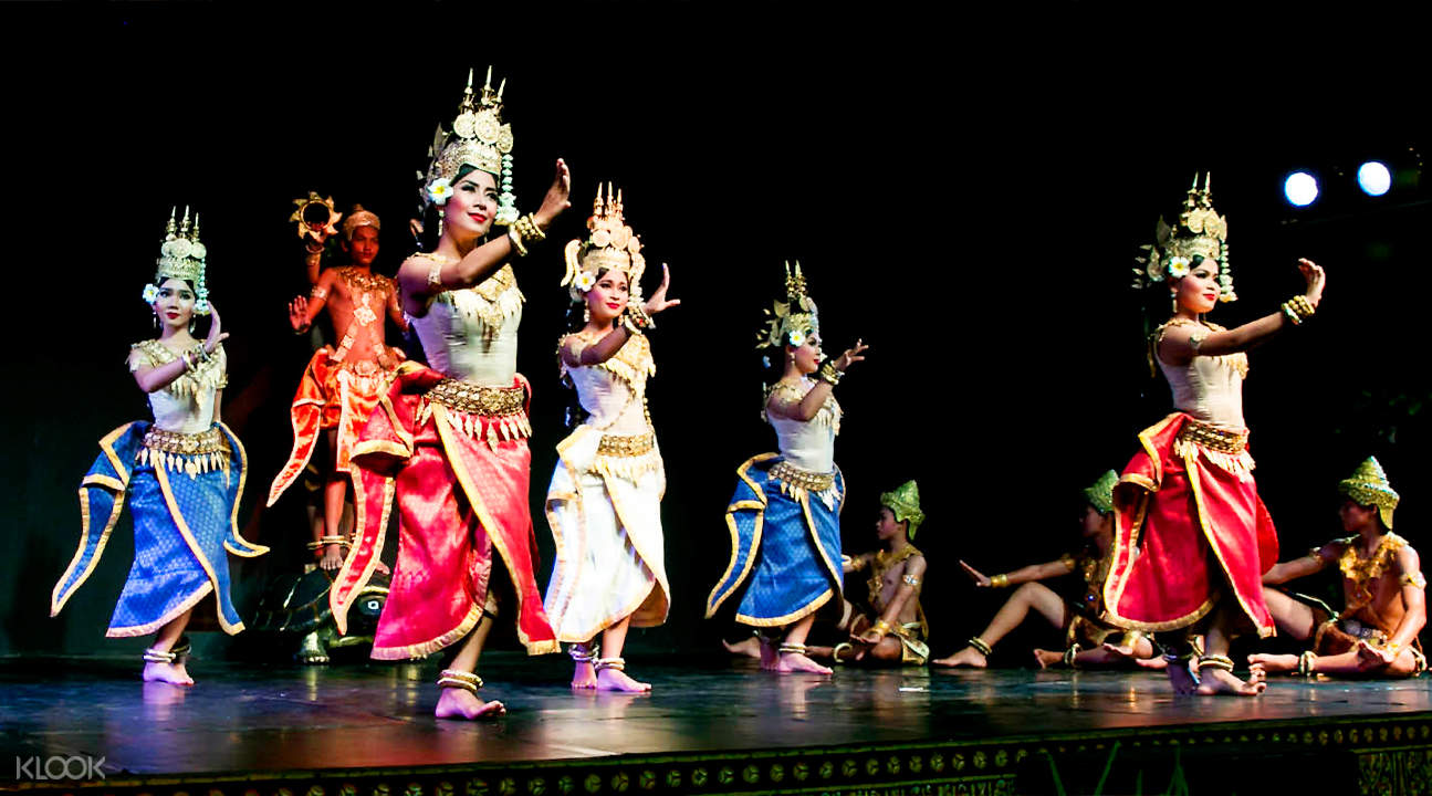 performers at Cambodia Living Arts