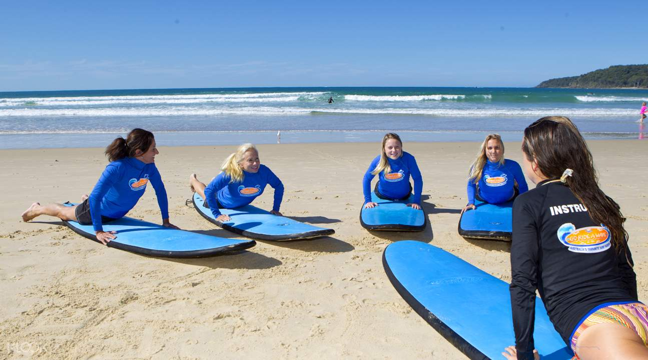 Noosa Heads surfing lessons on the beach