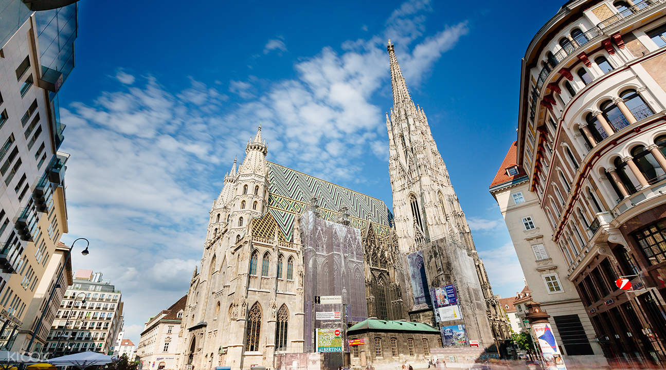 hop on hop off sightseeing bus vienna, st stephens cathedral vienna
