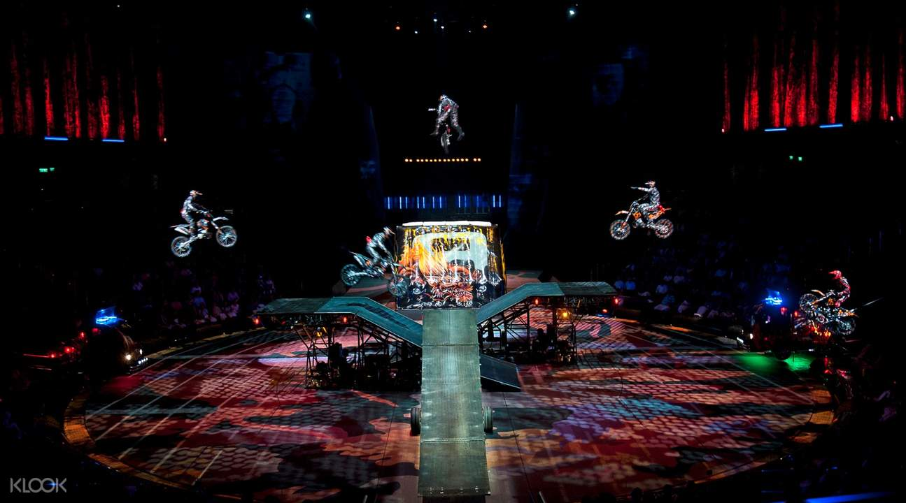 house of dancing water show stunts
