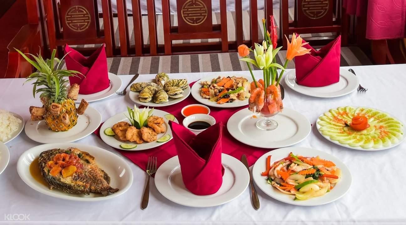 Vietnamese lunch in boat
