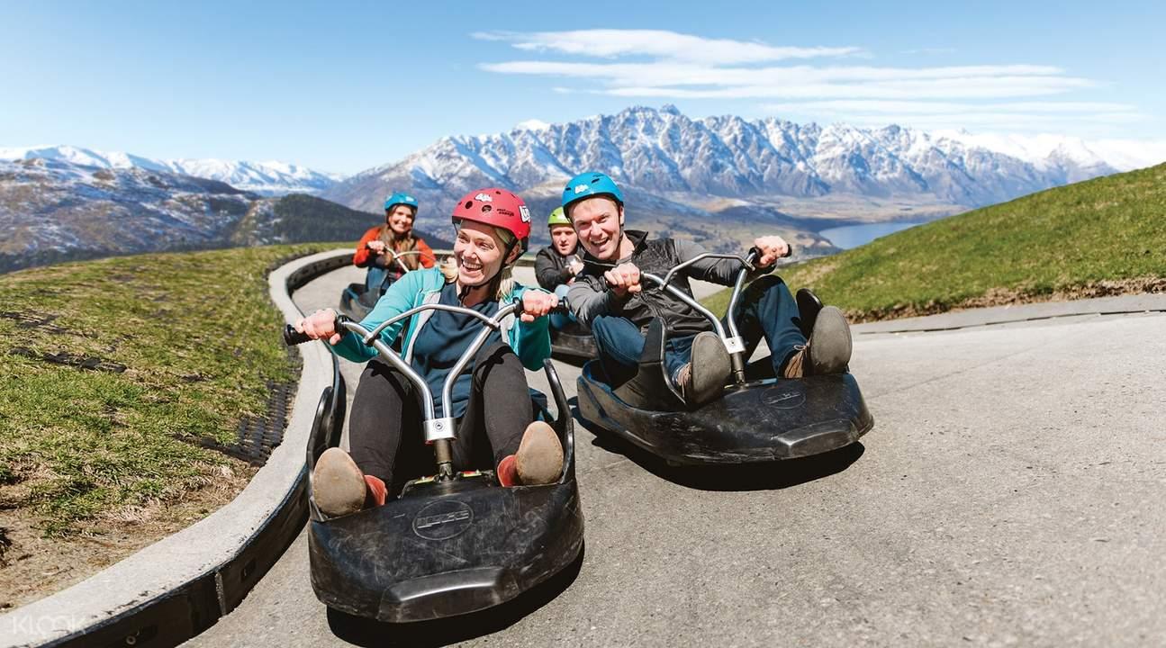 happy tourists in queensland