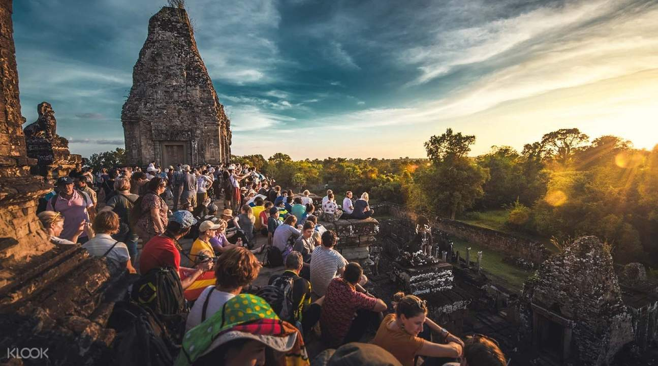 people looking at sunset in bakheng hill