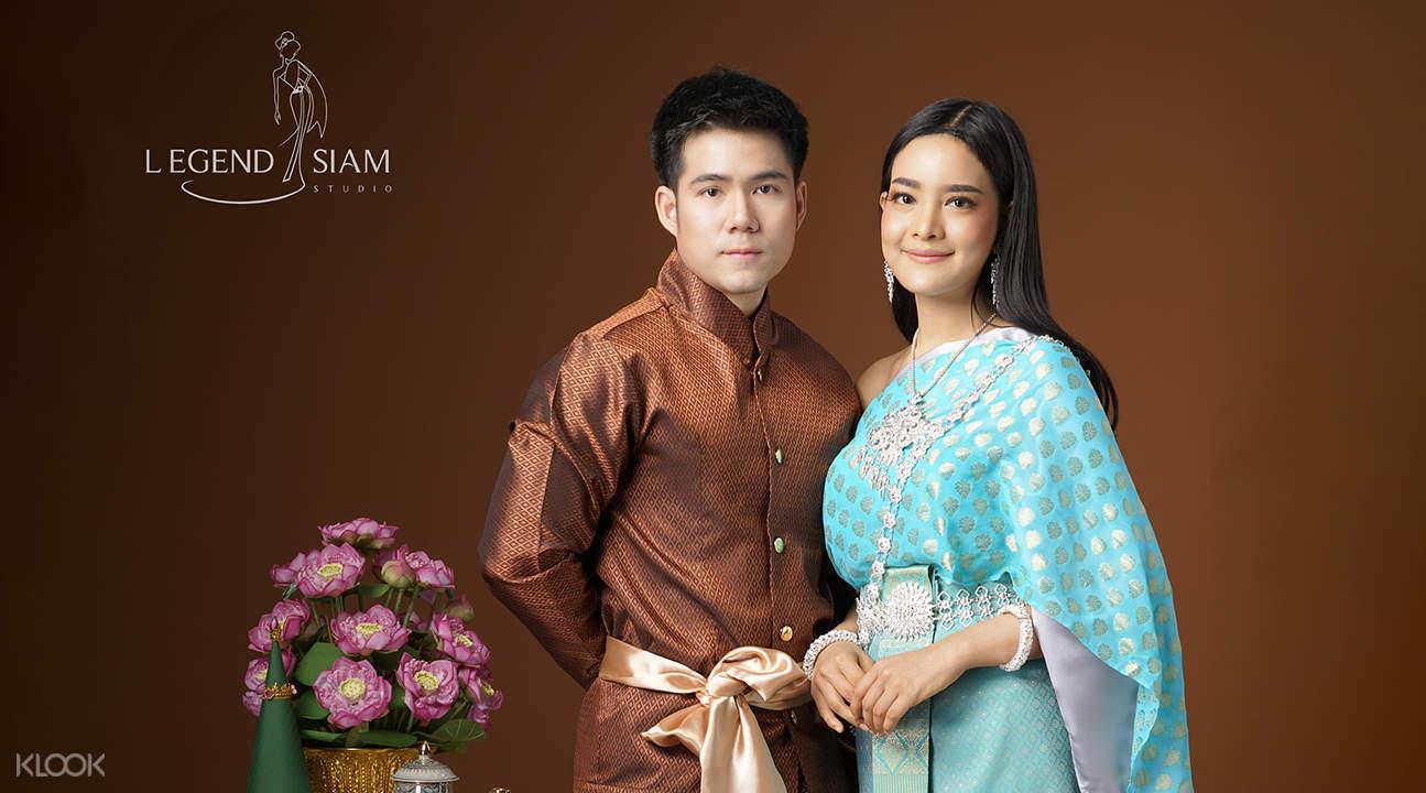 couple wearing Thai clothing