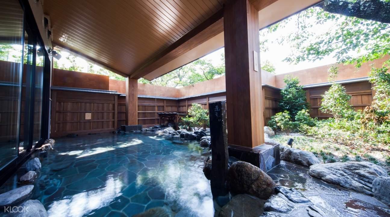 outdoor communal bath at fu fu no yu onsen