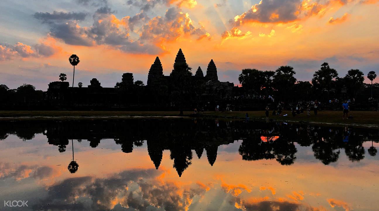 angkor wat reflection on lake