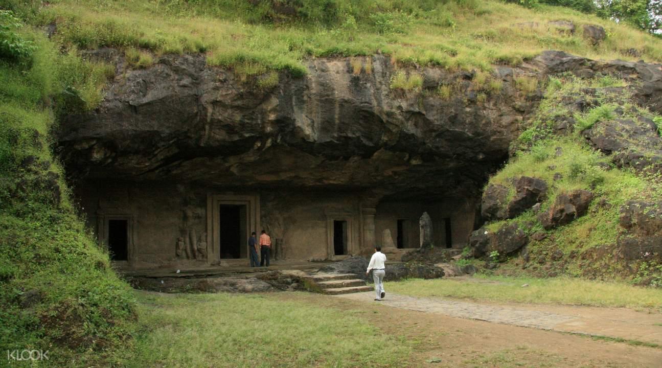 Wisata Sehari Elephanta Caves