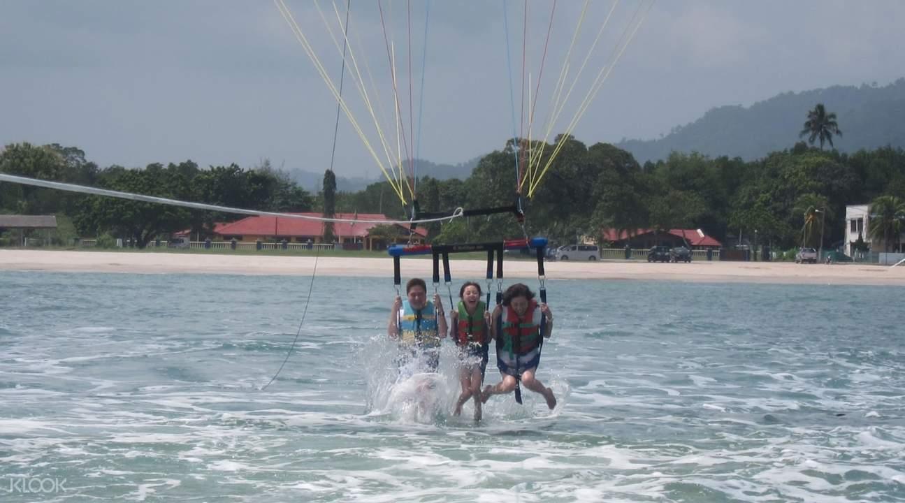 trio parasailing activity