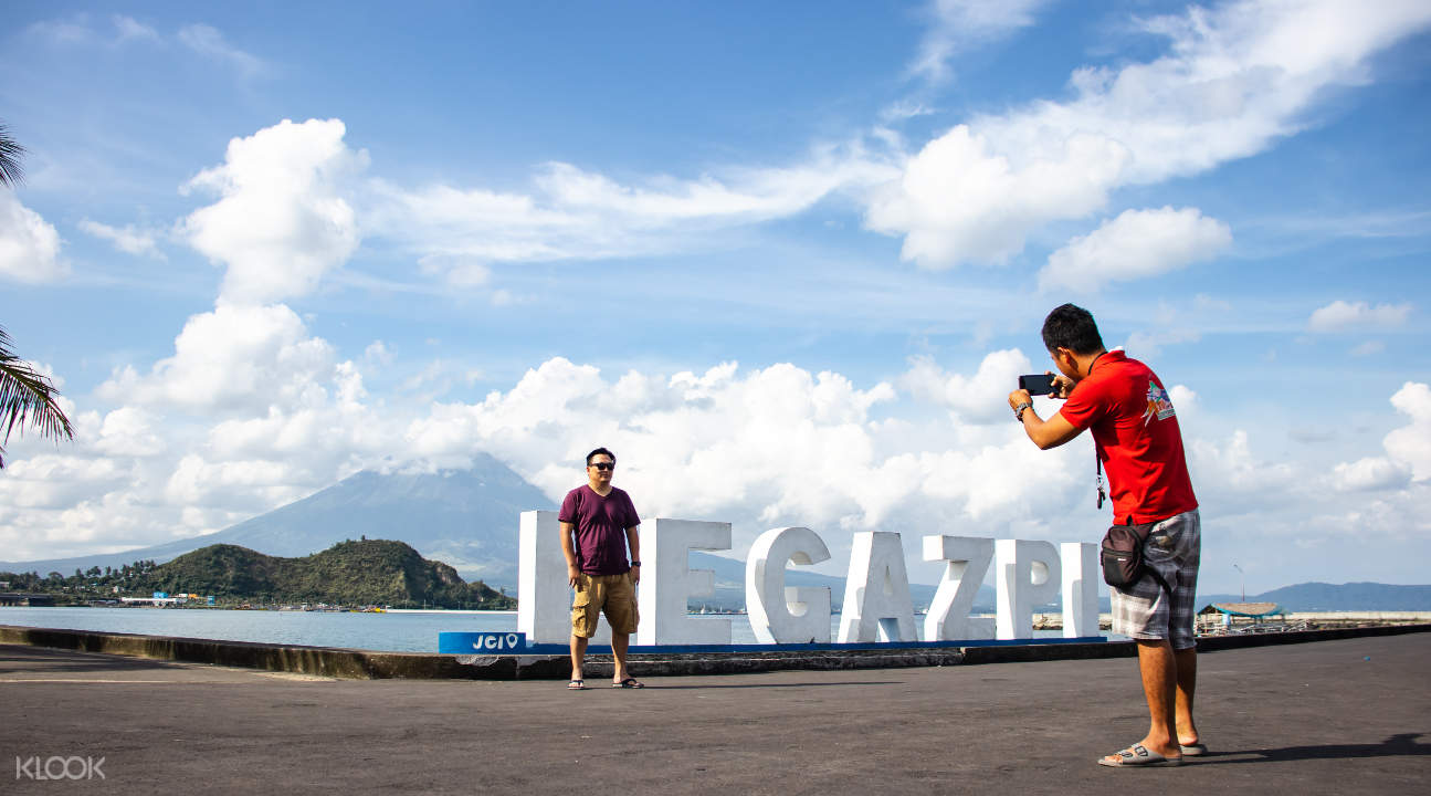 photo op in Legazpi, Albay