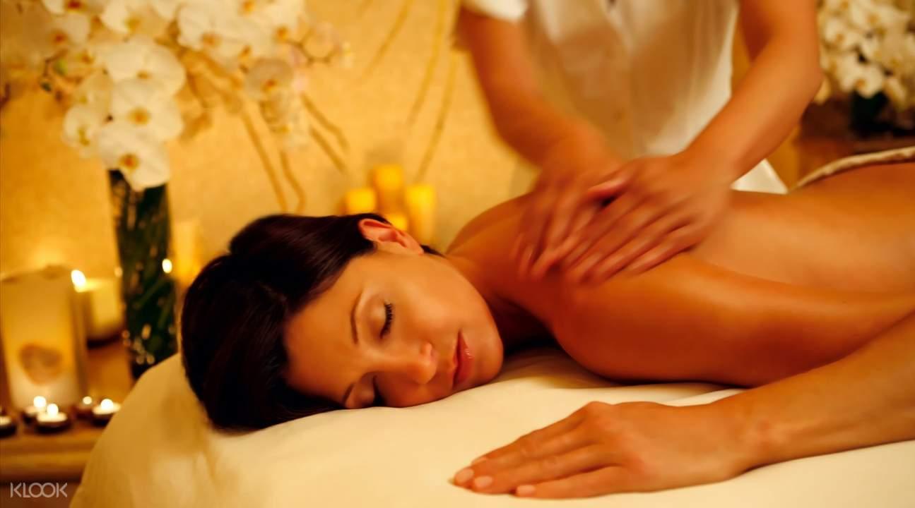 traditional ayurvedic massage on upper back