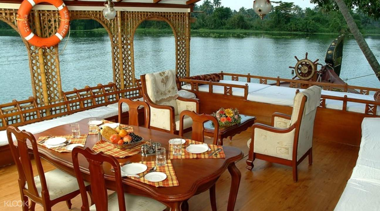 dining area on houseboat