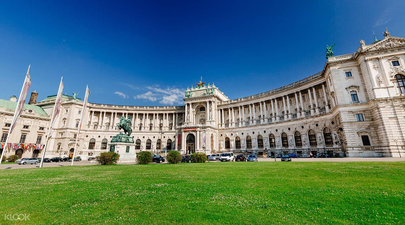 hop on hop off sightseeing bus vienna, hofburg palace