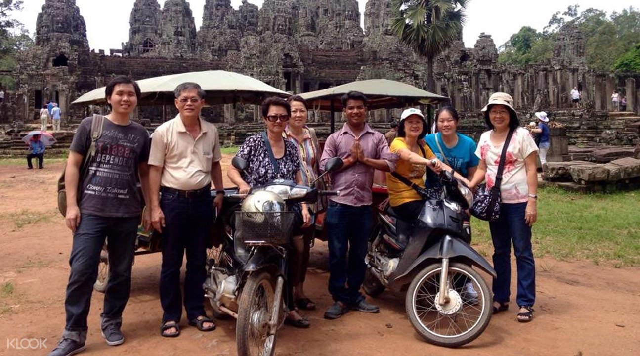 people on tour at angkor wat
