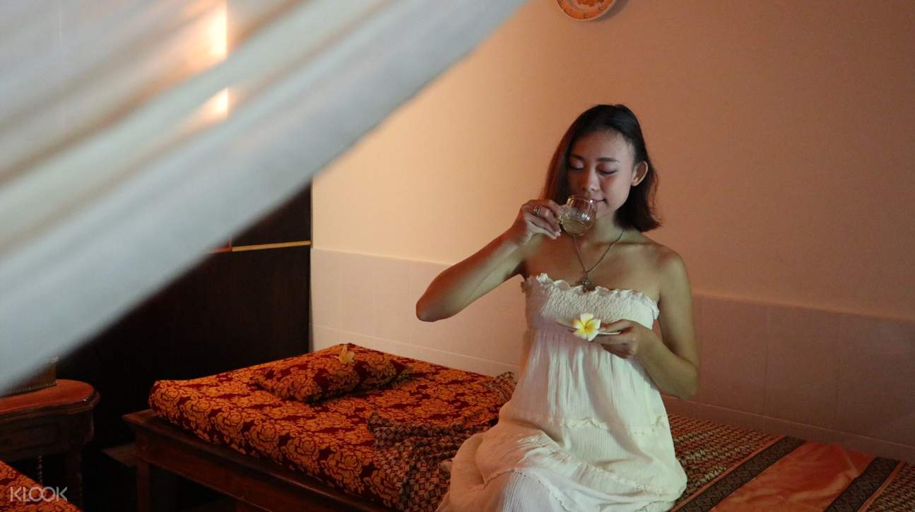 guest enjoy a cup of warm tea after the spa treatment