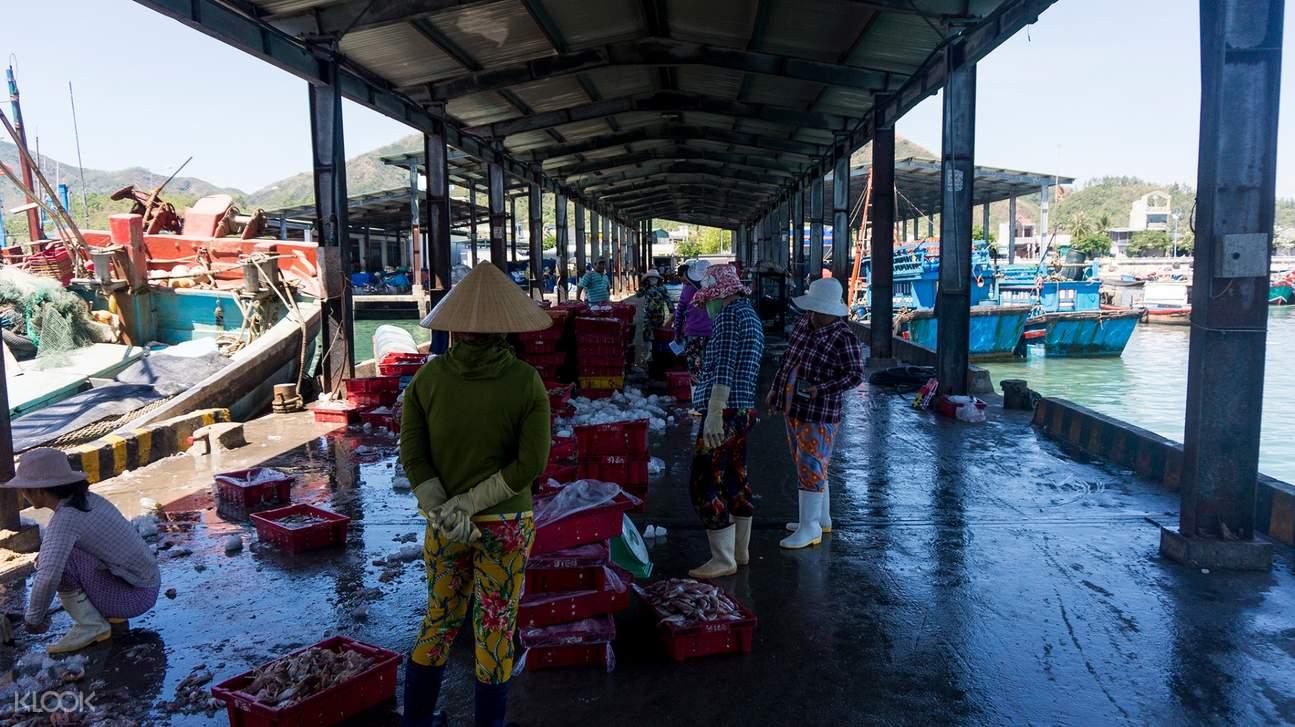 vinh luong fishing village