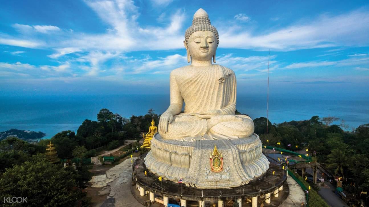 buddha statue in phuket