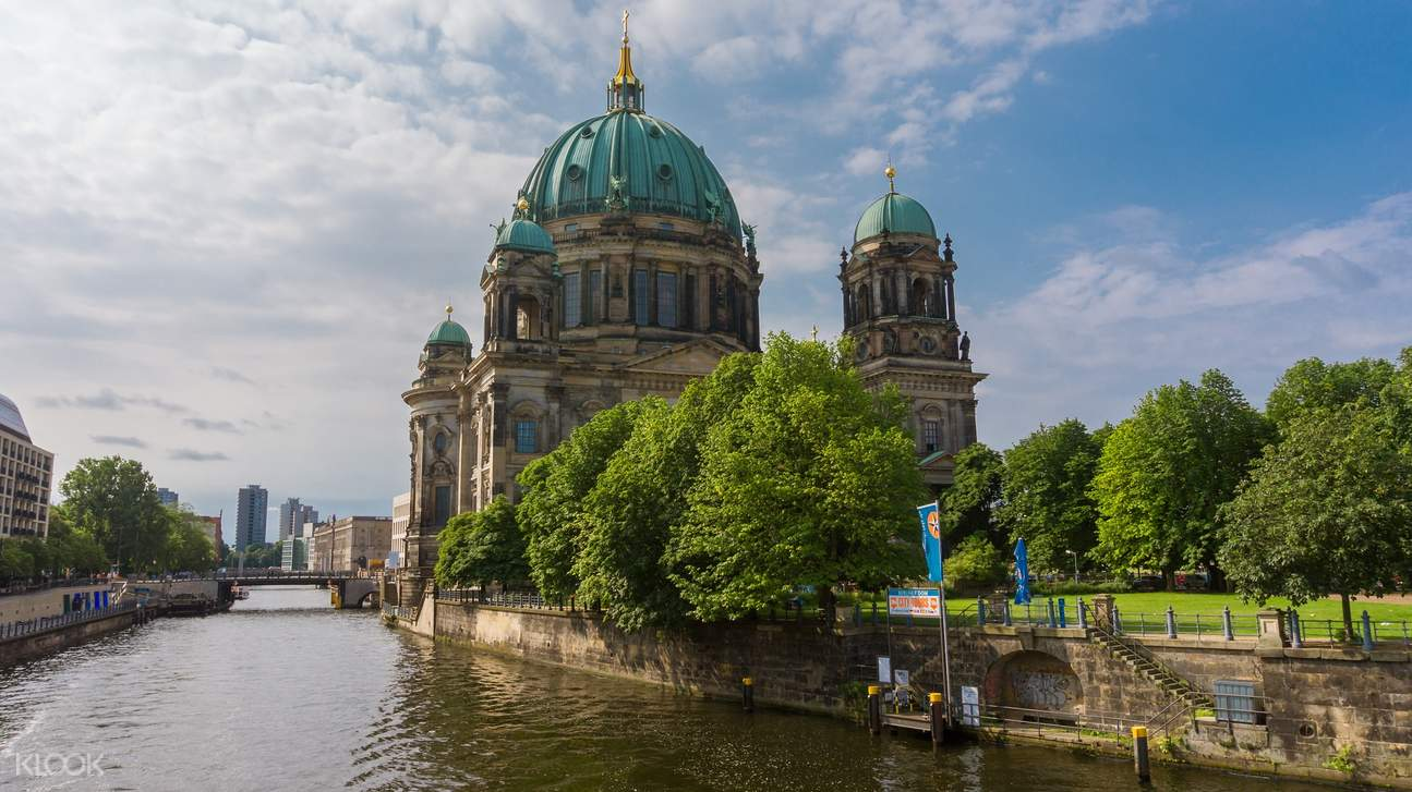 river cruise near berlin cathedral