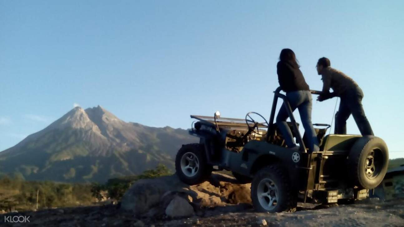 couple on a jeep looking over the mountain