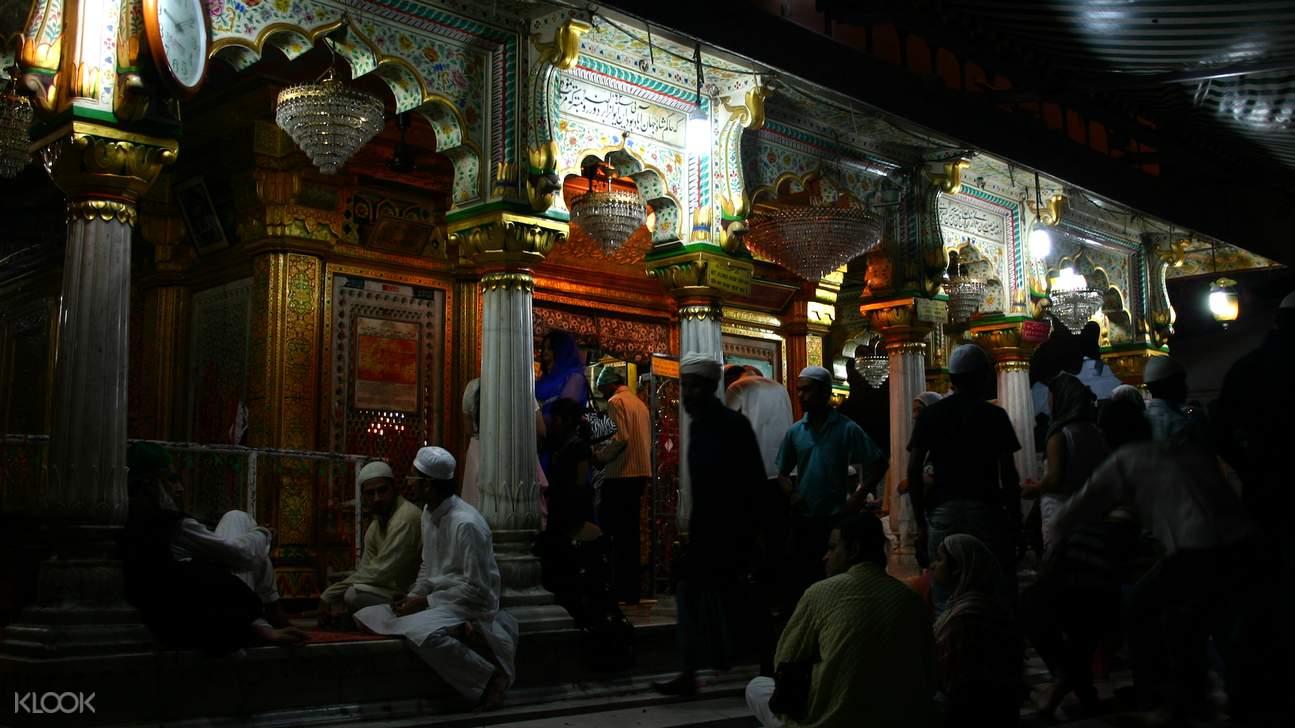 尼桑木丁,尼桑木丁圣陵,64柱,苏菲派圣地,德里苏菲派圣地