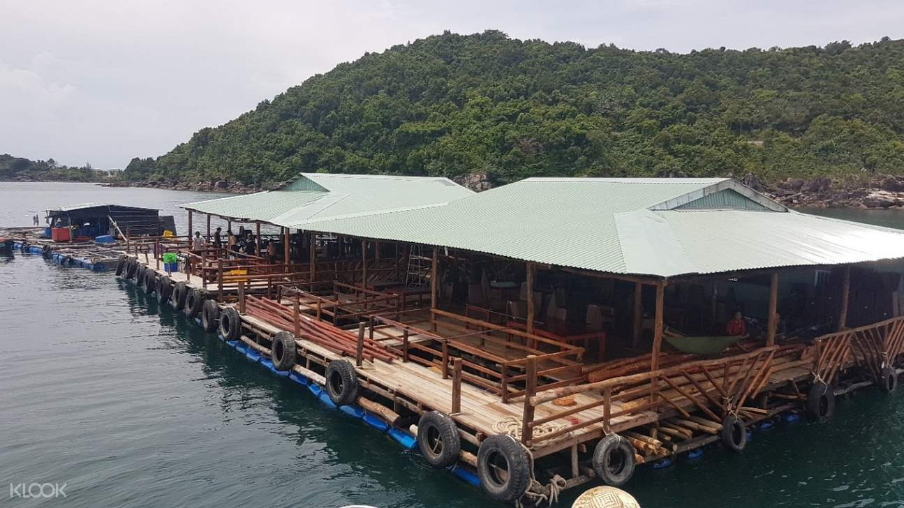 floating restaurant at phu quoc