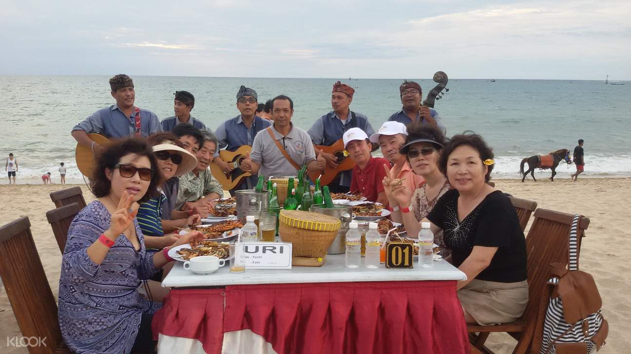 tourists enjoy seafood dinner in bali