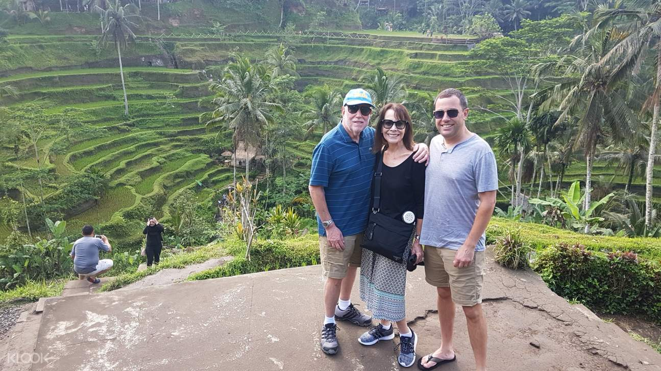 tourists posing at the bali rice terraces